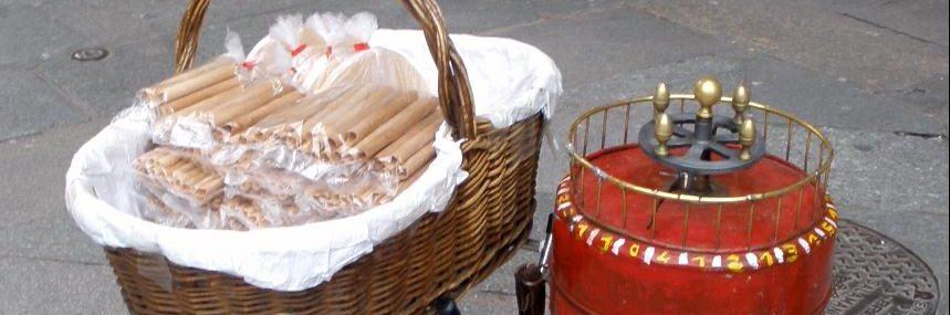 El barquillero es un relato de Miguel Rodríguez Echeandía sobre la figura del barquillero que abre las procesiones en Salamanca.