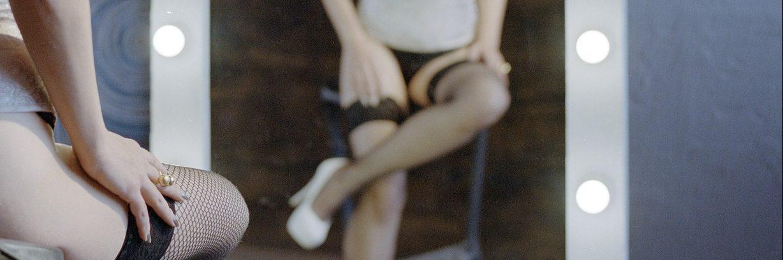 El cabaret es un relato escrito por Miguel Rodríguez Echeandía sobre las andanzas de un niño trabajando en un cabaret.