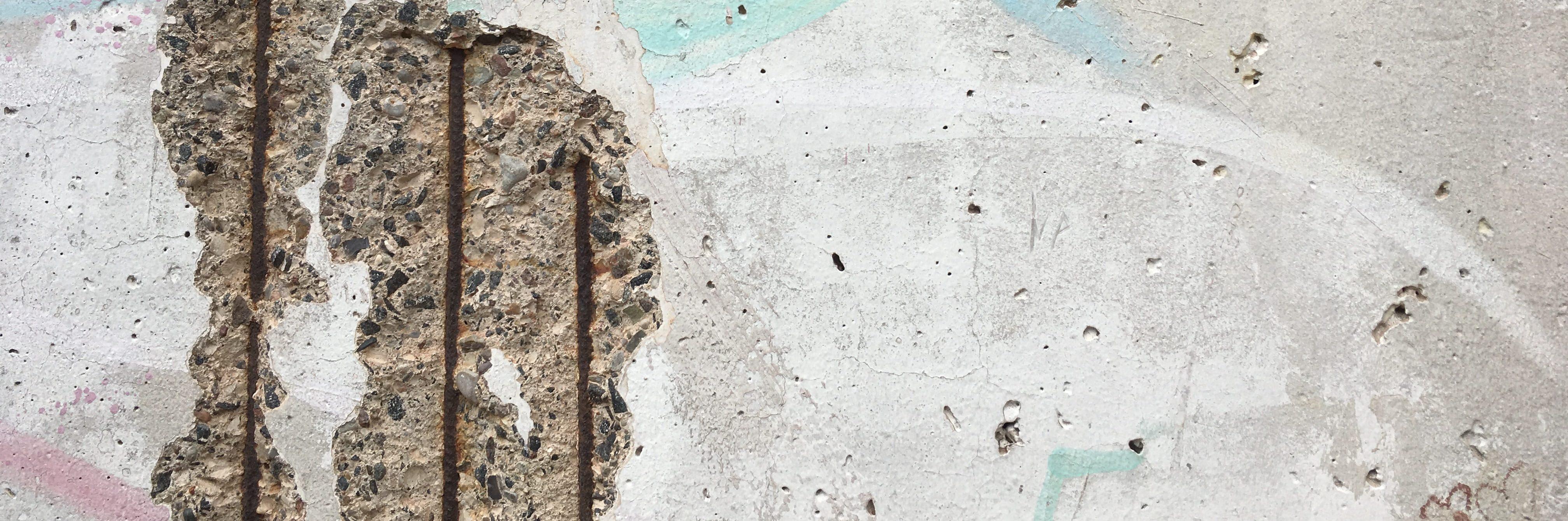 El trabajo de mi padre es un relato escrito por Miguel Rodríguez Echeandía sobre la niñez cerca del Muro de Berlín.