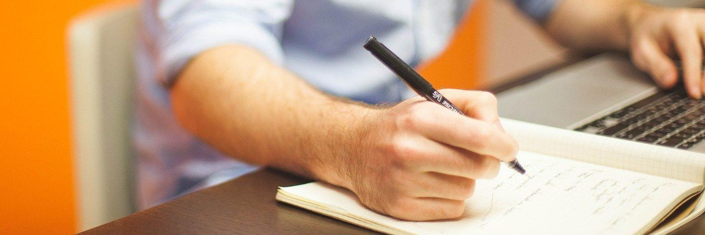 La crítica es un relato escrito por Miguel Rodríguez Echeandía para su blog en el que trata la dificultad de un crítico al hacer su trabajo.