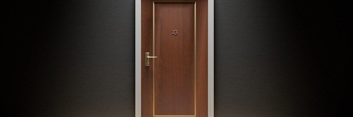 La puerta es un relato escrito por Miguel Rodríguez Echeandía para su blog personal, en el que publica un relato cada domingo.