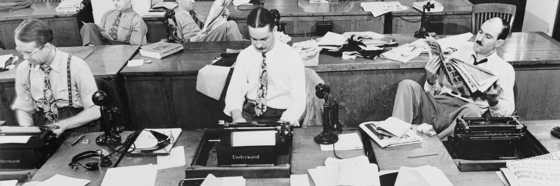 La redacción es un relato escrito por Miguel Rodríguez Echeandía sobre lo que eran las redacciones de perioódicos en el siglo XX.