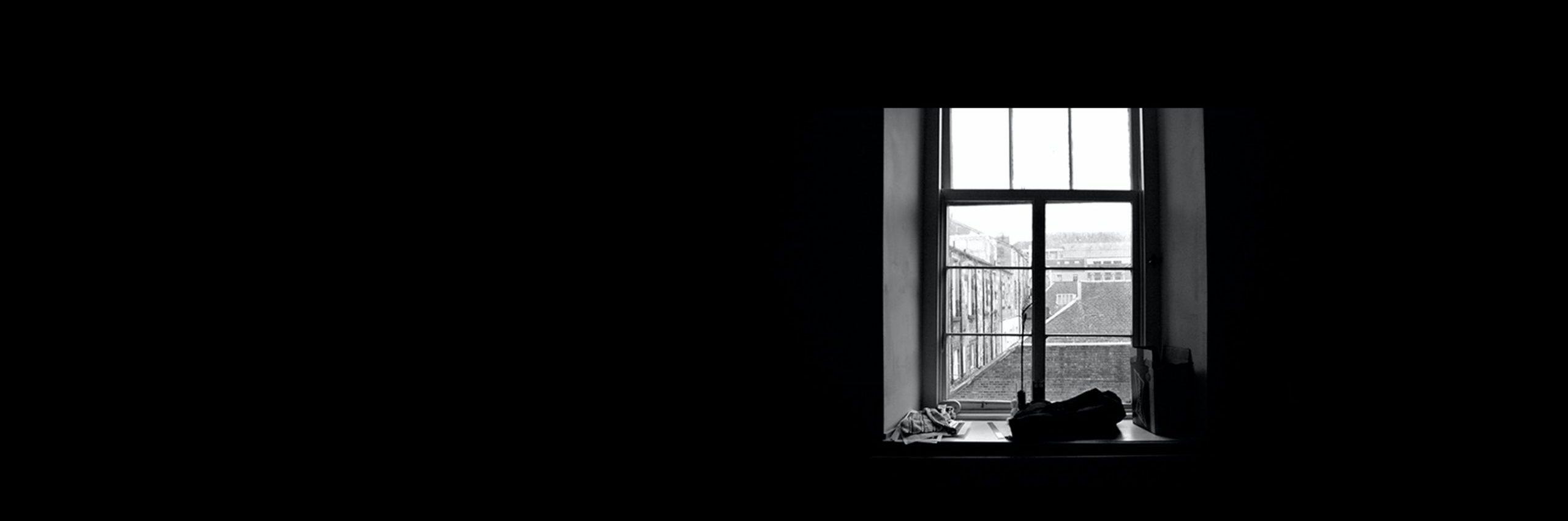 Solo es un relato escrito por Miguel Rodríguez Echeandía en relación a la soledad que sufren muchos artistas profesionales.