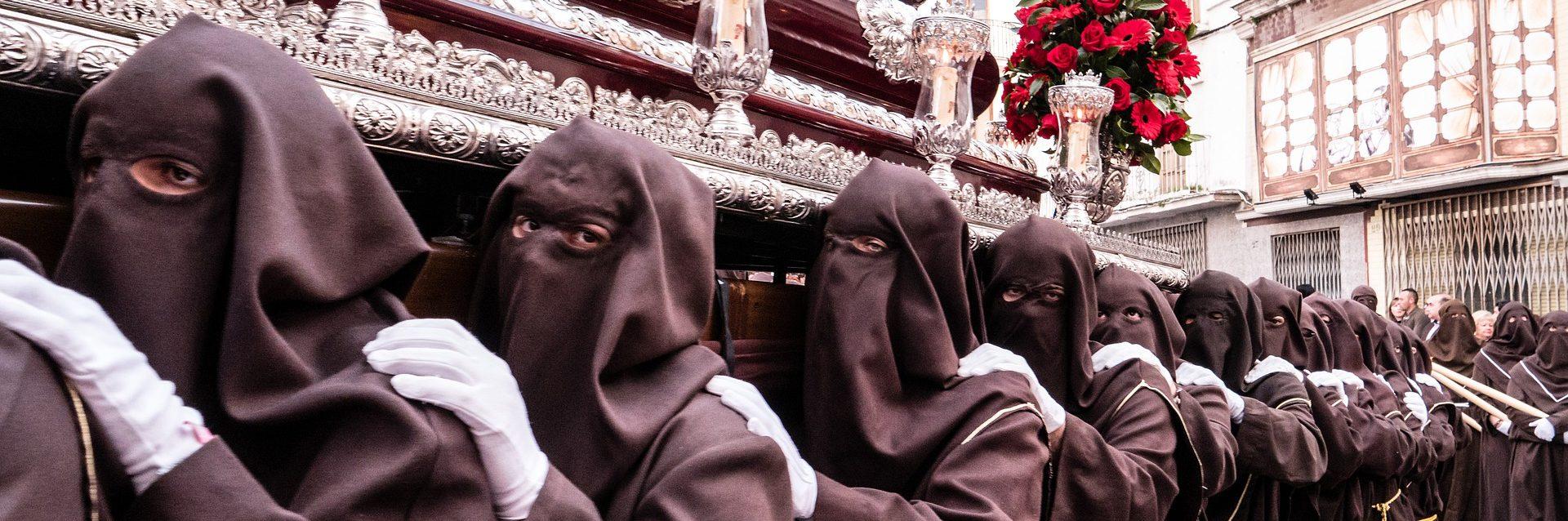 Vamos, hermanos, es un relato escrito por Miguel Rodríguez Echeandía para su blog personal sobre las procesiones de Semana Santa.