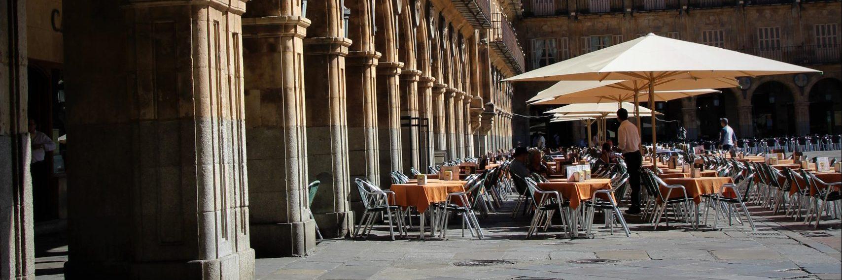 En el interior del café es un relato escrito por Miguel Rodríguez Echeandía para el blog de su web sobre un café ficticio de Salamanca.